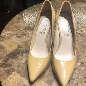 MICHAEL Michael Kors nude and gold heels 7.5